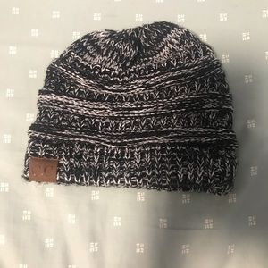 Accessories - NWOT winter hat !!